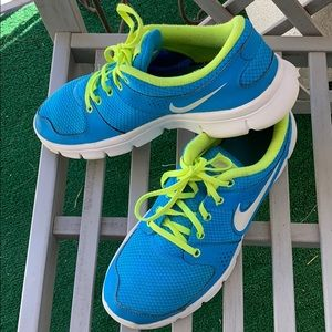 NIKE EXPERIENCE RUN SHOES Size 11❤️